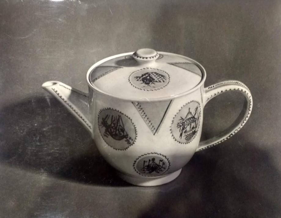 b3-innes-reich-teapot-1951.jpg