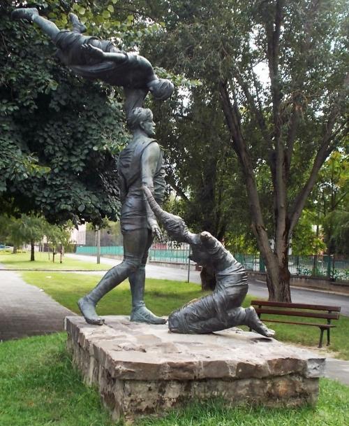 : Abraham and Isaac by Tamás Szabó - Mártírok Street, [[:en: