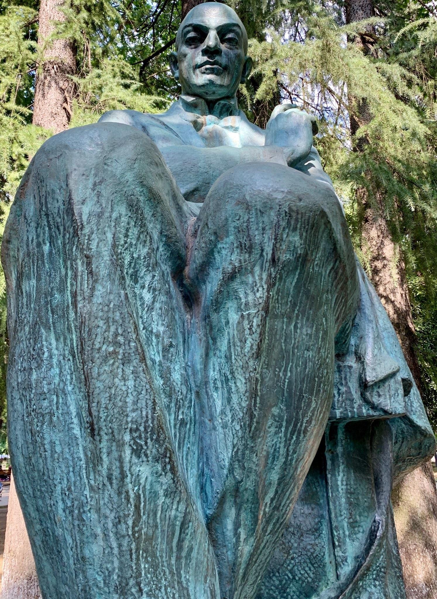Eaj0OWxWoAI_RWs writer's statue in kutaisi georgia